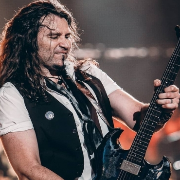 "El guitarrista Phil X y la banda The Drills lanzarán el nuevo tema ""Right on the Money"""